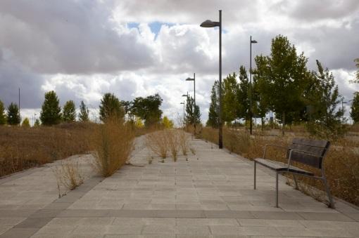Pedestrian walkway, Valdeluz